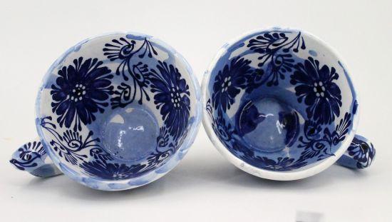 Keramik Tasse mit blauem Blumenmuster