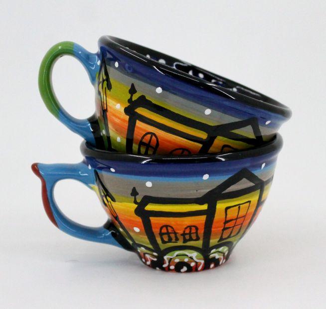 Schöne Kaffeebecher aus Keramik mit Häusschenmotiven