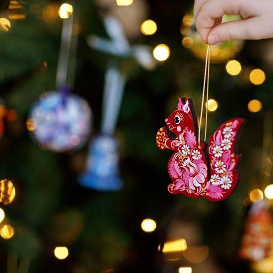 Eichhörnchen-Weihnachtsanhänger aus Holz, spezialgefertigt