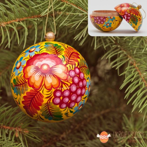 Yellow Christmas tree ball and box for present, hand painted  (14)