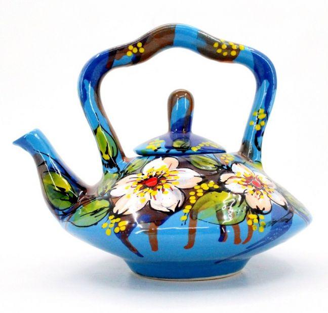 Getöpferte runde Teekanne von Hand bemalt