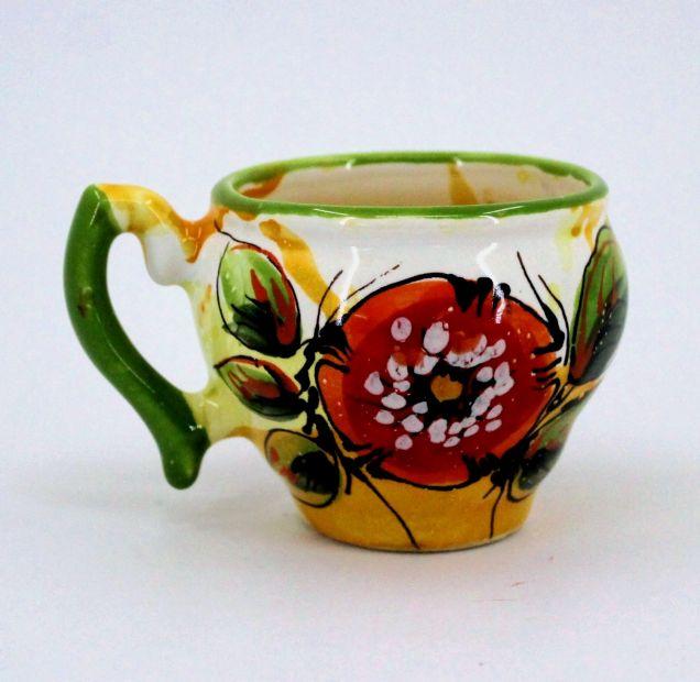 Schöne handgefertigte Tasse aus Keramik