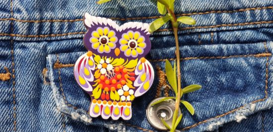 Folk-style brooche Owl, made of wood and painted by hand, Petrykiwka painting