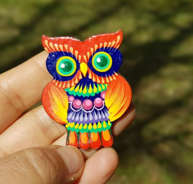 Brooche Owl, made of wood and painted by hand, Petrykiwka painting