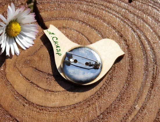 Pin aus Holz - Vogel mit Blumenmuster