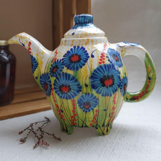 Design Teekanne aus Ton mit Kornblumen