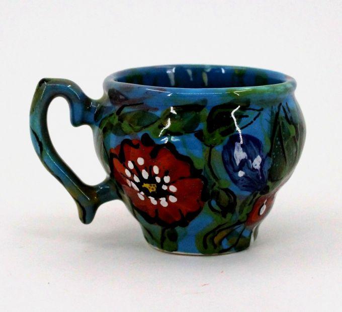 Blaue Tasse mit Mohnblumen aus keramik handgefertigt