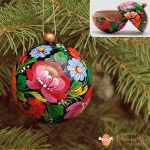 Handbemalte Weihnachtskugel aus Holz und ein Geschenkbox, traditionelles Kunsthandwerk