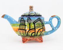 Getöpferte Teekanne mit Häusschenmotiven, handbemalt