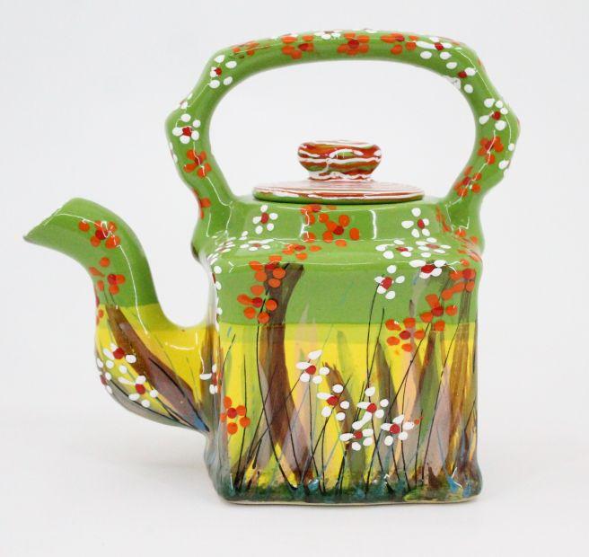 Kleine Teekanne aus Ton mit Blumchen handbemalt