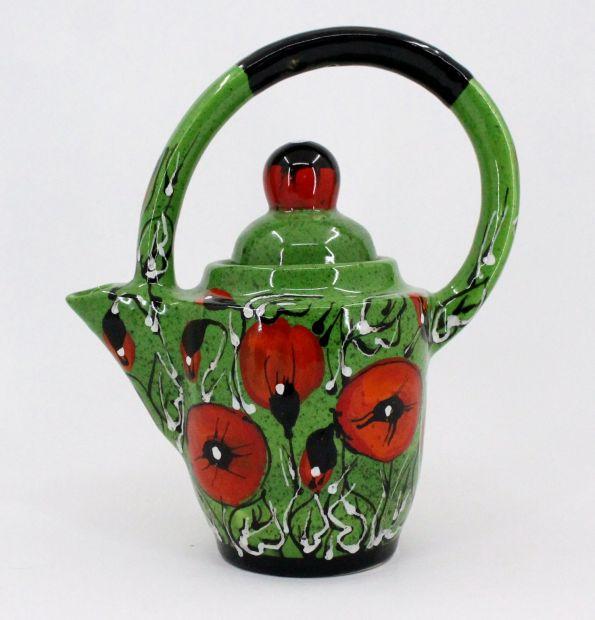 Design- Teekanne aus Ton mit Mohnblumen