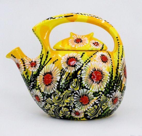 Originelle Teekanne aus Keramik in Gelb handbemalt