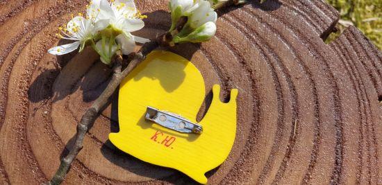 Schnecke-Brosche aus Holz von Hand bemalt