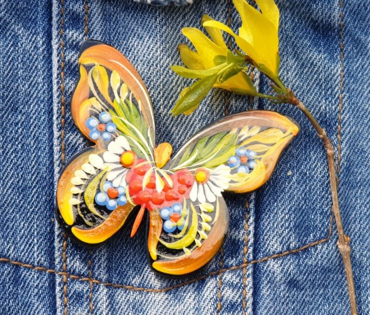 Brooche Butterfly, made of wood and painted by hand