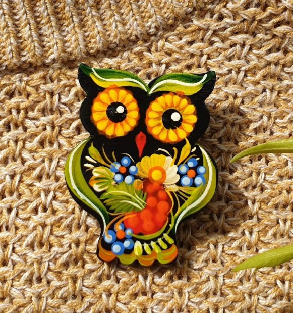Brooche Owl, made of wood and painted by hand