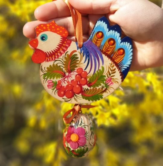 Chicken with the egg, easter ornament