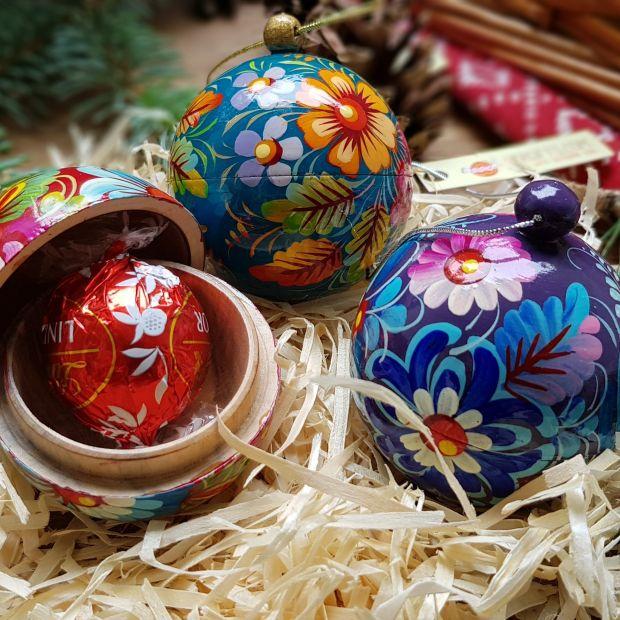 Handbemalte kleine Weihnachtsbaumkugeln aus Holz, Set mit 3 St., 5.5 cm
