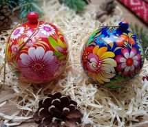 Hand painted wooden christmas balls and box for small presents, traditional Petrykivka painting, Set of 2 pcs, 7 cm
