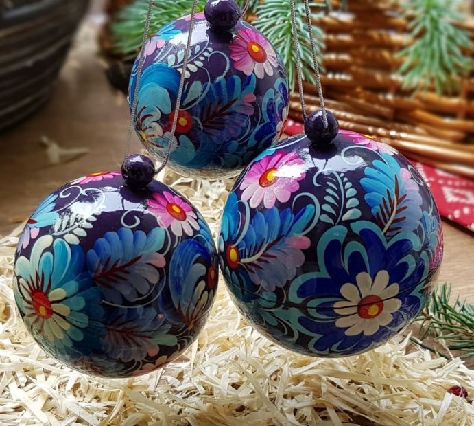 Set of hand painted christmas baubles, each ball is a box for small christmas gift, wooden and light (8,7 und 5.5 cm)