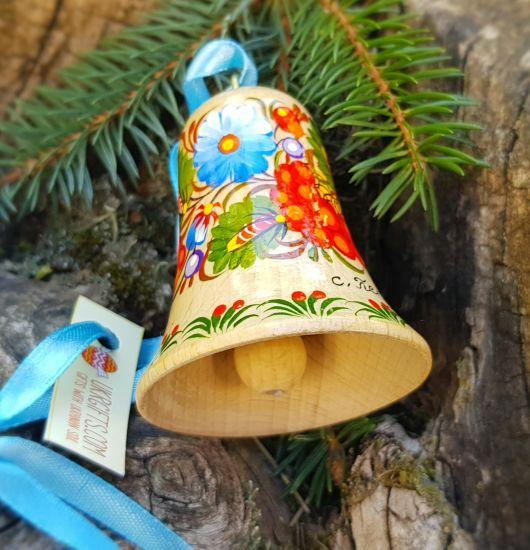 Handbemaltes Glöckchen mit Blumenmuster aus Naturholz