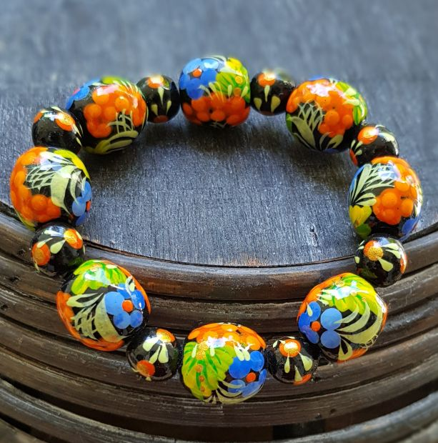 Beaded wooden bracelet with  flower painting, hand made ukrainian jewelry