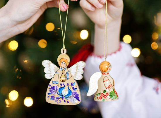 Weihnachtsengel und Glöckchen aus Holz, weiß und blau