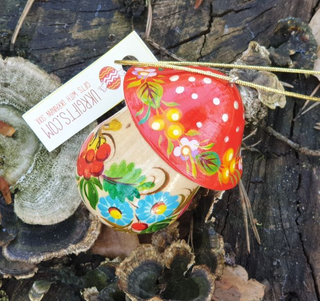 Wooden mushrooms Christmas ornament and small present box, hand painted
