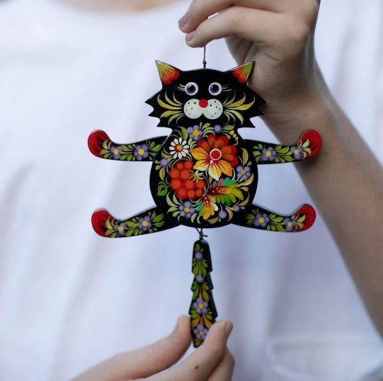 Hampelmann Katze aus Holz mit Petrykiwka-Malerei