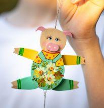 Lustiges Schweinchen - Hampelmann aus Holz - Nachhaltige Wanddeko