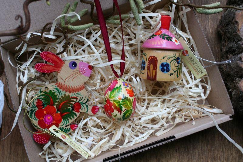 Exclusive Osterdekoration Set aus Holz- Hase, Glöckchen, bemaltes Osterei -traditionelles Kunsthandwerk