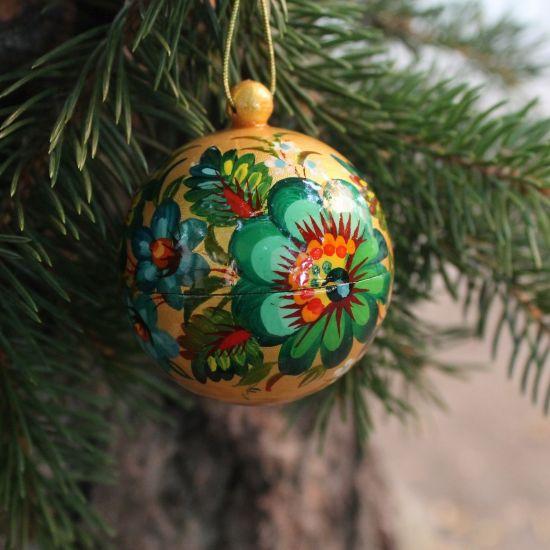 Gold-grüne handbemalte Weihnachtskugel aus Holz- 5.5cm unzerbrechlich