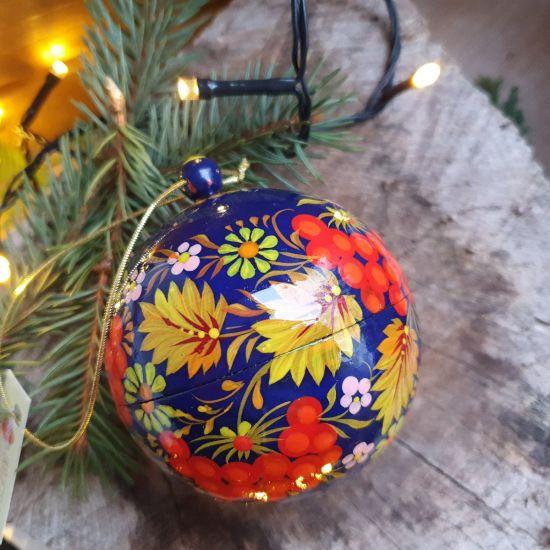 Handbemalte Weihnachtskugel und Glöckchen-Weihnachtsschmuck aus Holz
