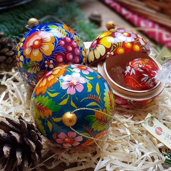Hand painted Christmas balls midle size of wood openable, 7 cm
