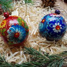 Kleine Christbaumkugeln aus Holz - rot und blau mit floralem Muster, Set mit 2 St., 5.5 cm