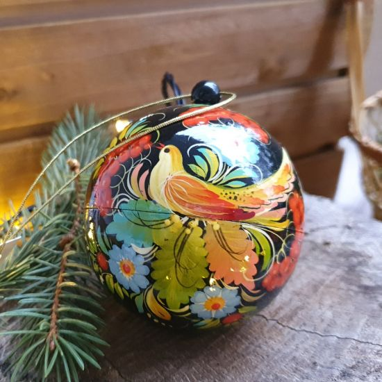 Hand painted Сhristmasball with the bird motif, openable box for a gift