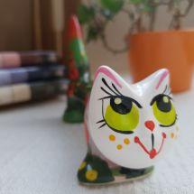 Funny ceramic cat - real man, no function, just beautiful