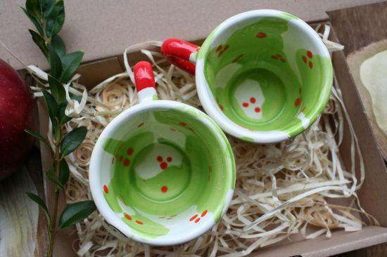 Kleine bunte Tassen für Kaffee- mit Blumenmuster -traditionelles Kunsthandwerk