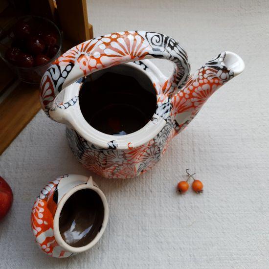 Originelle Teekanne aus Keramik mit abstrakter Malerei