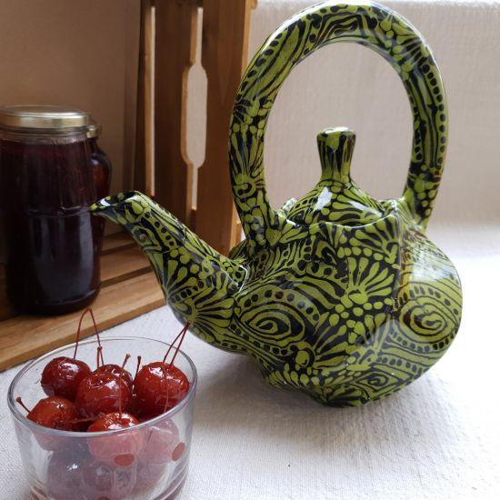 Esclusive ceramic teapot hand painted