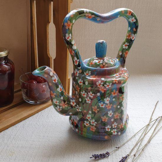 Getöpferte Teekanne mit Blumen bemalt, originelle Handarbeit