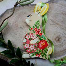 Lustiger Osterhase - originelle Osterdekoration mit Blumenmuster