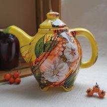 Kleine Teekanne mit Blümchen, originelle Handarbeit