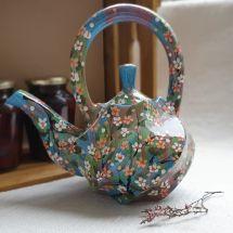Keramik Teekanne mit kleinen Blumen handbemalt