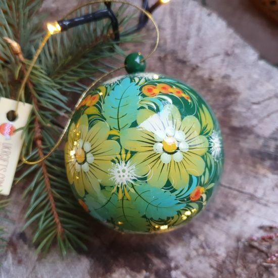 Handbemalte Christbaumkugeln aus Holz 8-8.5 cm im Folklore-Stil