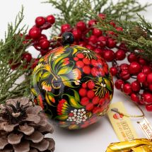 Christmas tree ball and a box for small presents, made of wood, fine hand painted, 8 cm