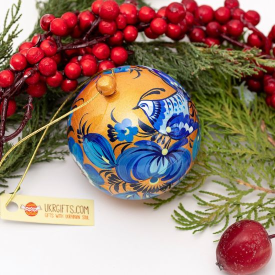 Unique wooden Christmas balls hand-painted according to old tradition