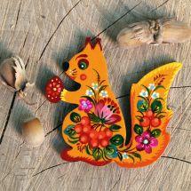 Anima-shaped fridge magnet - Squirrel - hand painted on wood