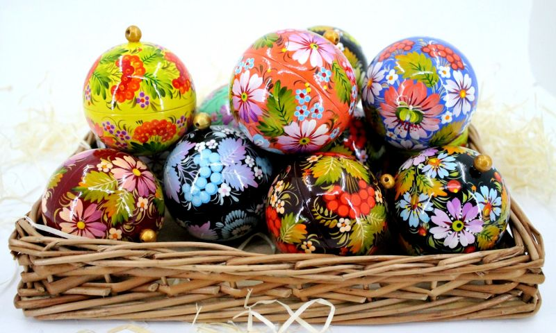Red Christmas tree ball and box for present, hand painted (11)