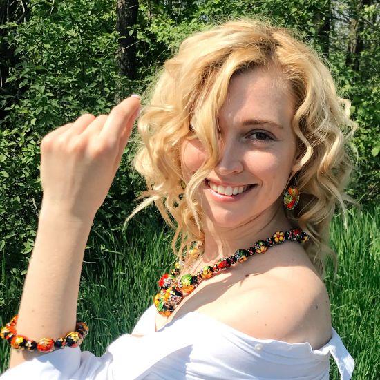 Armreif aus handbemalten Holzperlen - mit Blumenmuster - Ukrainisches traditionelles Kunsthandwerk