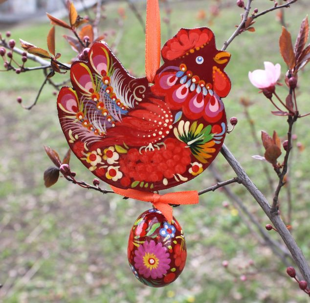"""Easter ornament  in wood and painted by hand """"Chicken with easter egg"""""""